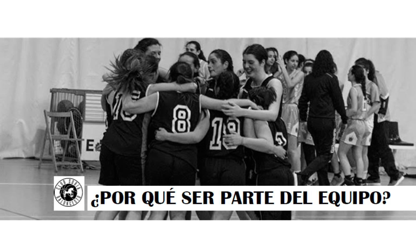 Página interior dossier Por qué ser parte del equipo – jugadoras abrazándose celebrando victoria